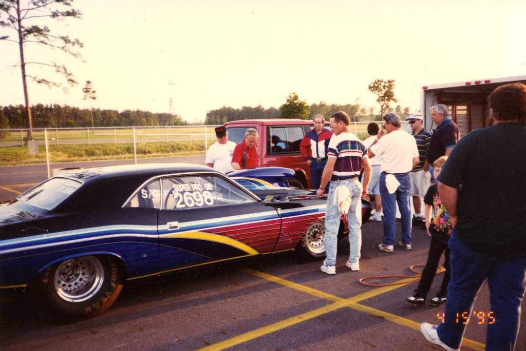 Photo of the Ronnie Roberson Race Team at the drag strip